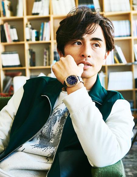 『ポール・スミス』の腕時計が、いつもの着こなしをセンス良く導いてくれる