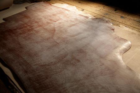 ブライドルレザーと歩む『ガンゾ』。ディレクター・味岡儀郎氏が語るこだわりとは 3枚目の画像