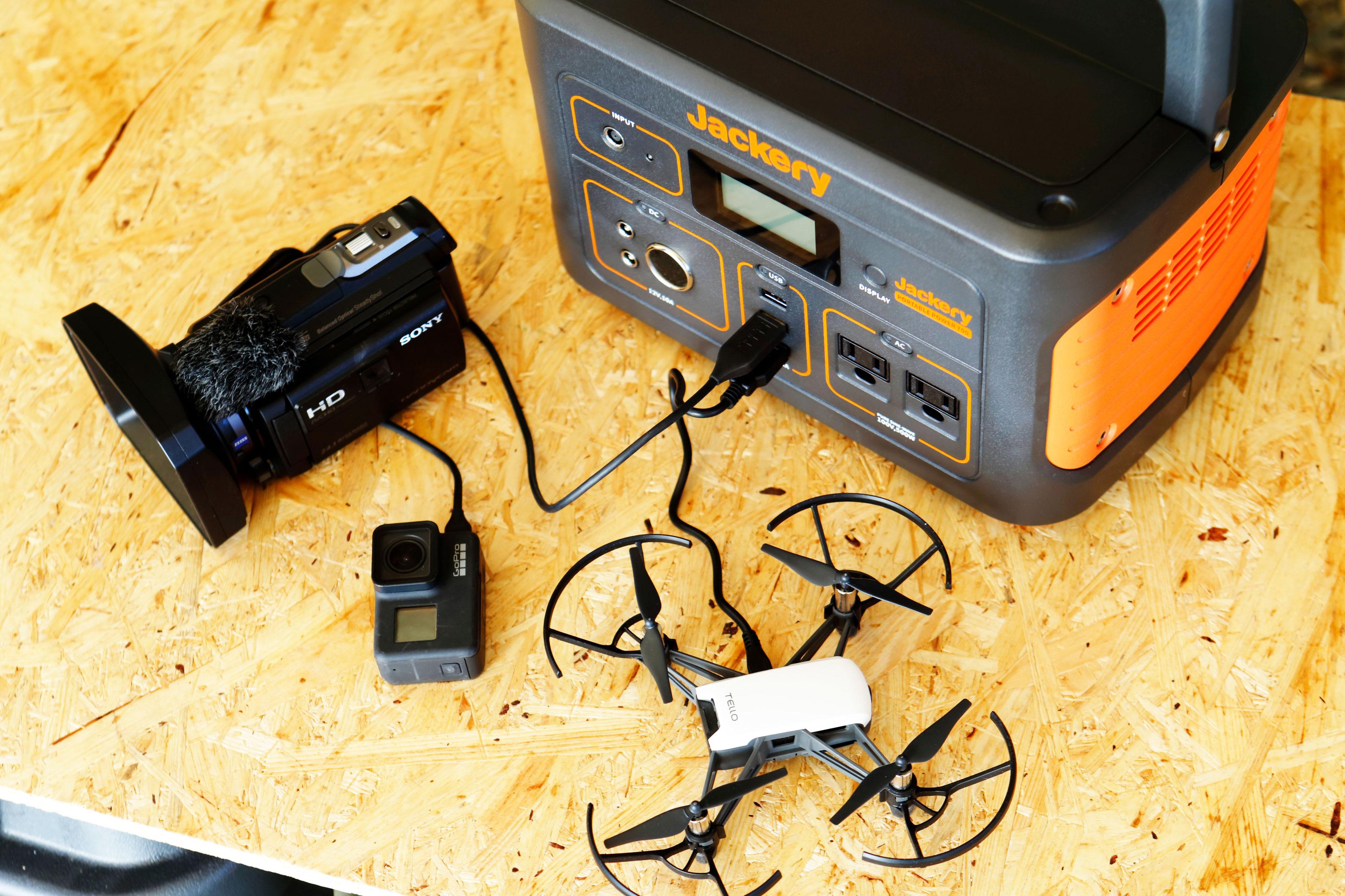 ビデオカメラやドローンなど、屋外アクティビティにうれしいデジモノも繰り返し充電