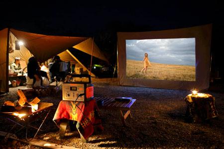 テレビやDVDプレーヤー、プロジェクターをつなげば自宅のようなくつろぎ空間を演出可能 2枚目の画像