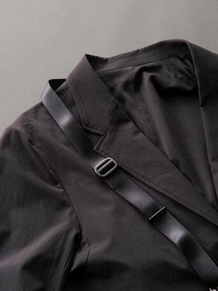 """▼その3:バッグを持つことにより生じる""""服へのダメージ""""も、最小限に抑えてくれる"""