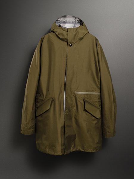 悪天候下で真価を発揮。「パッカーズオーバーコート」はバッグのための要塞だ