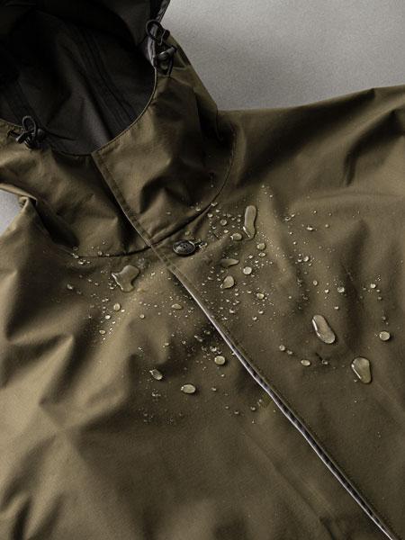 悪天候下で真価を発揮。「パッカーズオーバーコート」はバッグのための要塞だ 3枚目の画像