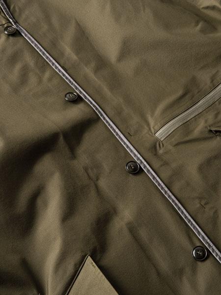 悪天候下で真価を発揮。「パッカーズオーバーコート」はバッグのための要塞だ 4枚目の画像