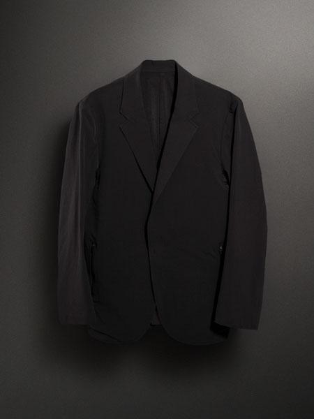窮屈さ、不快感を徹底排除。現代的なビズスタイルにハマる「パッカーズジャケット」