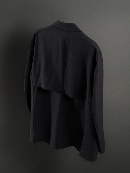 窮屈さ、不快感を徹底排除。現代的なビズスタイルにハマる「パッカーズジャケット」 2枚目の画像