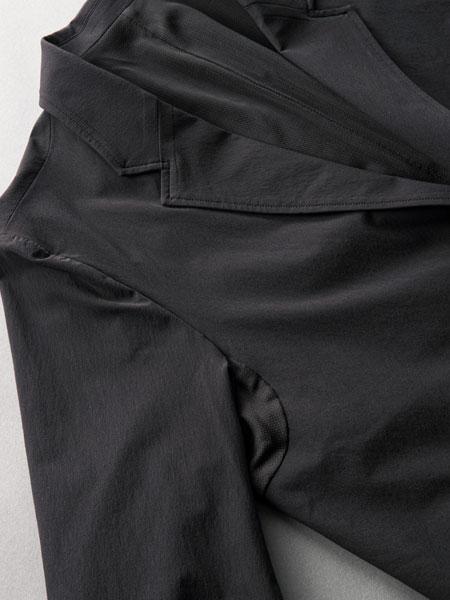 窮屈さ、不快感を徹底排除。現代的なビズスタイルにハマる「パッカーズジャケット」 3枚目の画像