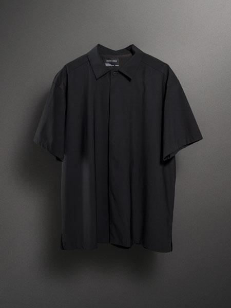 バッグを背負っても涼感キープ。ストレッチ性も抜群の「パッカーズハーフスリーブシャツ」