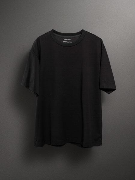 1枚でも心強い。汗蒸す時期でも爽快に着こなせる、2種類のTシャツ