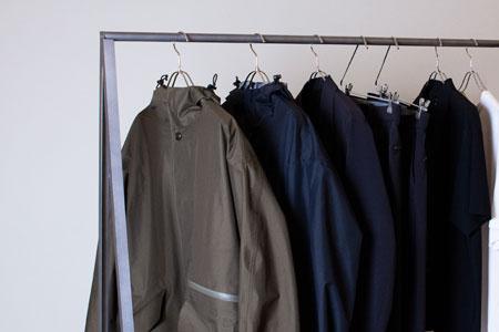 バッグと共存する服。『マスターピース』のウェアラインが、できること