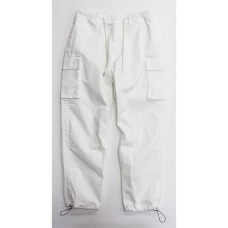 季節感と大人の男らしさが融合した白カーゴはマストで手に入れたい!