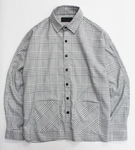 さりげなくモード感も漂わせるチェックシャツは大人ストリートにも最適