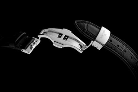 腕時計本体だけじゃない。細部にまで手を抜かない姿勢が、所有欲を刺激する