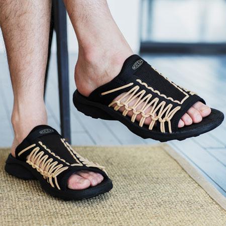 よりミニマルに、より良い履き心地へと進化した「ユニーク スニーク スライド」 2枚目の画像
