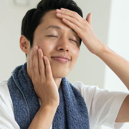 肌にフタをして潤いをキープ。乳液で美肌状態を保つ