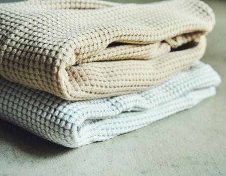 希少な編み機でゆっくり織り上げられた極上のふんわり感