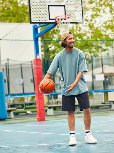 暑さをブロックしつつ動きの自由も確保した1枚はスポーツ時も絶好調