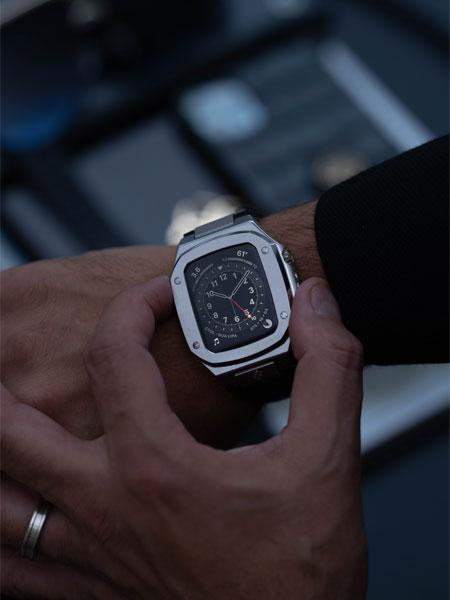 """▼もはや高級腕時計と遜色なし。上質な""""仕上げ""""に惚れ惚れする"""