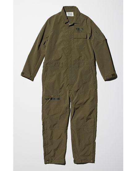 これ1着で着こなしが完結するほどの存在感を放つジャンプスーツ