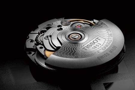 ▼本作を実用時計たらしめる高機能ムーブメント、パワーマティック 80を搭載
