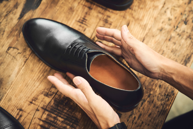 革靴好きスタイリストが話題の1足を徹底レビュー。GUの本革シューズは買いなのか?
