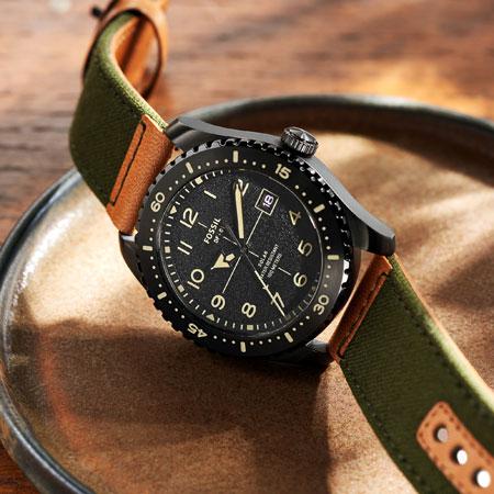 カジュアルウォッチに見えて実は……。大人は腕時計で自分のこだわりを見せるべきだ