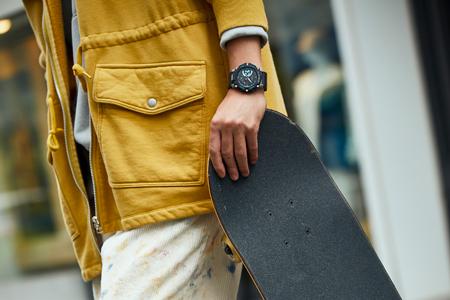 これから勢いを増していく我々の腕元には、たくましくも洗練された腕時計を合わせたい