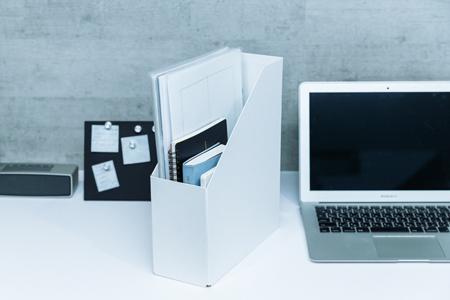 進行中の書類などはファイルボックスにまとめて出し入れ