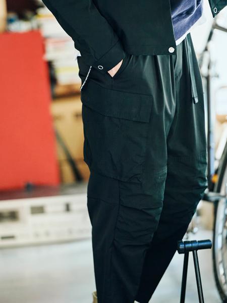 ▼働き方4:主戦場はカフェ&シェアオフィス。服装自由な「独立系クリエイター」 3枚目の画像